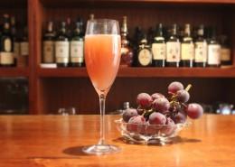 葡萄とシャンパンのカクテル